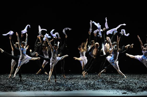 Les danseurs du Malandain Ballet Biarritz en plein mouvement. Photo Site de la compagnie
