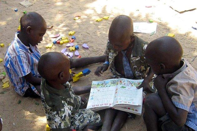 """103 enfants """"orphelins"""" ont été enlevé par l'association. Photo Max PPP."""