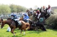 Au Grand National, course hippique anglaise, un cheval meurt par jour de compétition. Crédit Photo : PA