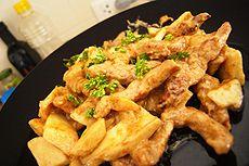 Le Bœuf Stroganov ou Bœuf Stroganoff est un plat à base de viande de bœuf mariné, accommodé de smetana ou de crème aigre, de paprika, d'oignons et de champignons.