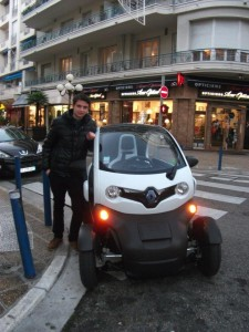 Légende : Twizy or not Twizy : that is the question. Photo: R.I.