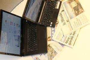 Face au poids du numérique, la presse papier est en difficulté. Photo Thibaut Carage.