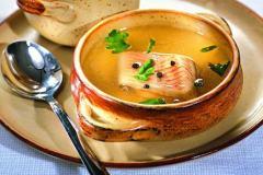 L'Oukha (уха) est une soupe de poisson (esturgeon, le saumon, la morue...)