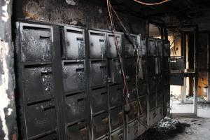 Le feu a pris au rez-de-chaussée, pour monter vers les étages. (Maxime Morin)