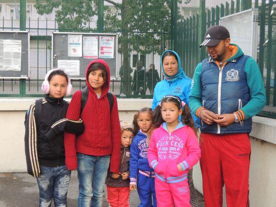 Photo de famille devant l'école. Photo : M.G./E.S.