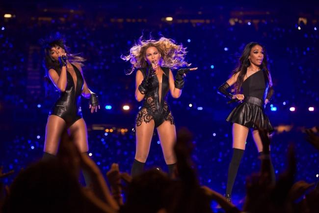Beyoncé entourée de ses anciennes acolytes des Destiny's Child. Photo : DR