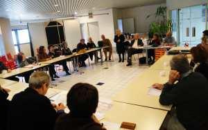 Le Mouvement Européen Cannois abordant la polémique sur les récents événements à Chypre. Photo : VV