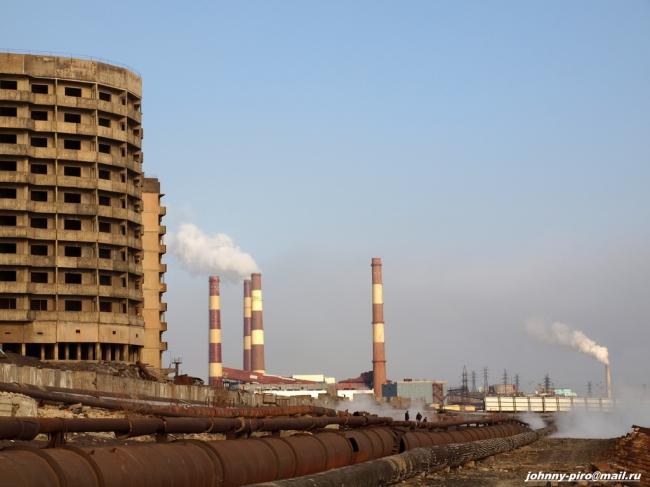 La ville close de Norilsk en Sibérie compte 175 000 habitants. Très polluée, elle est largement dominée par des exploitations minières. Source DR