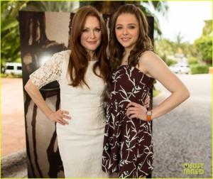 Julianne Moore (à gauche) et Chloë Grace Moretz se partagent l'affiche de Carrie, la vengeance, produit par Metro-Goldwyn-Mayer et Screen Gems. Source : DR