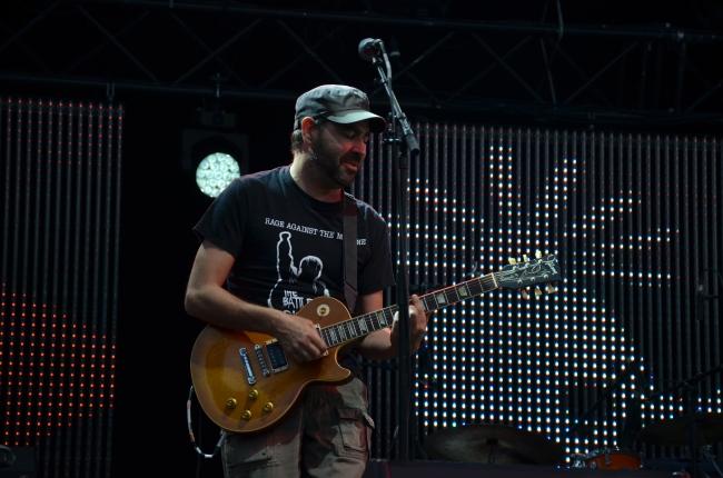 Le guitariste de Kuma. Photo : Juliette Redivo
