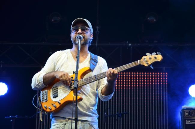 Le bassiste de Kuma. Photo : Juliette Redivo