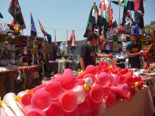 Les affaires continuent sur la place Tahrir (Crédit Photo : Mathilde Frénois).