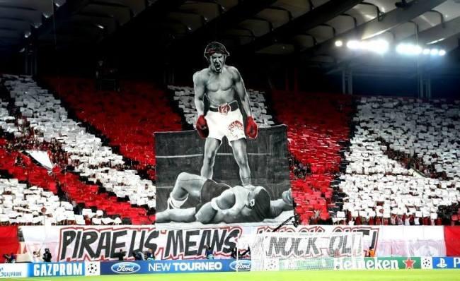 Les ultras de l'Olympiakos ont fait un tifo géant pour accueillir les Parisiens. Crédit photo: DR