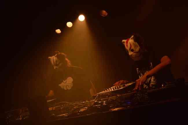 Pho et Dj iRaize, les deux dj's de Tha Trickaz. Crédit : Victor Vasseur.