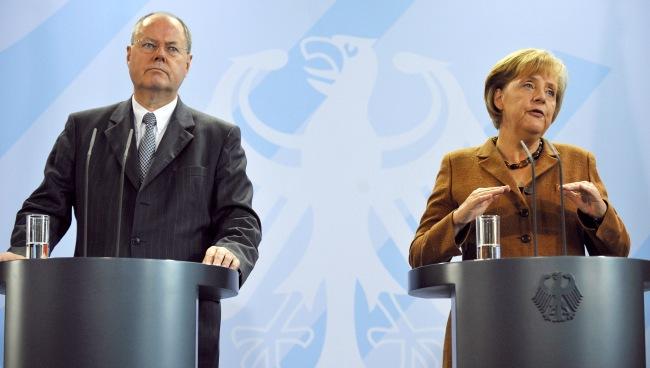 Angela Merkel et Peer Steinbrück lors d'un débat télévisé le 11 octobre 2012.