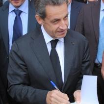Nicolas Sarkozy a pris le temps de parler à ses partisans. (Photo N.Gourdol)