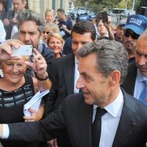 La foule, toujours la foule pour Nicolas Sarkozy qui a toutefois refusé de revenir sur la conférence au Palais des Festivals. (Photo N.Gourdol)