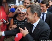 Des mains, l'ancien président reconverti conférencier en a signé des dizaines. (Photo N.Gourdol)