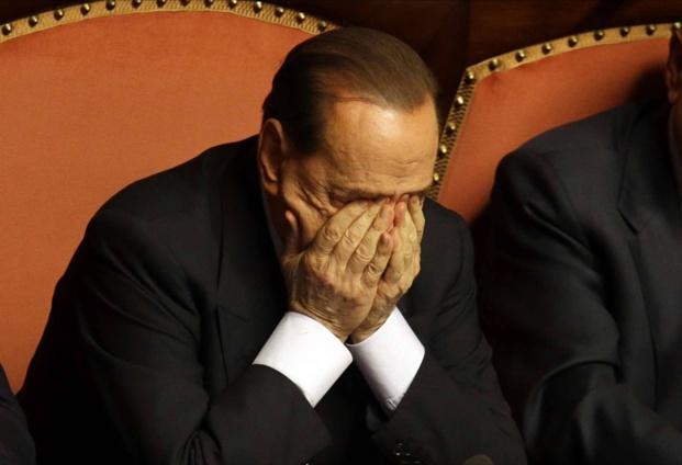 Silvio Berlusconi en pleurs a sombré face à l'acharnement d'Enrico Letta, et la «trahison» de certains de ses alliés. (Photo D.R.)