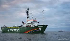 Immobilisé dans un port russe, le brise-glace de l'ONG, l'Arctic Sunrise, n'est jamais entré dans les eaux territoriales du pays. (D.R.)