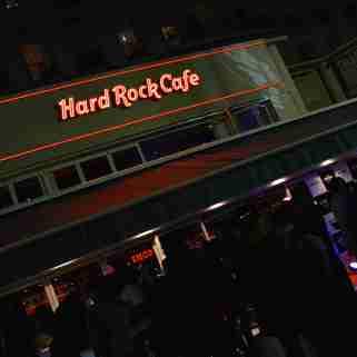 La façade du Hard Rock Café. V.V.