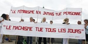 PHOTO 1 : Manifestation à l'occasion des 40 ans du mouvement féministe à Paris le 26 août 2010 Crédit: AFP