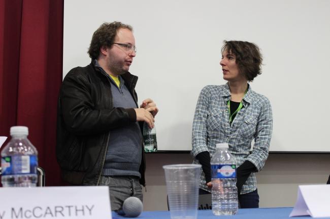 Smari McCarthy et Amaëlle Guiton en discussion après l'atelier professionnel. Photo J.M.