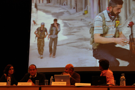 """""""Photographier la guerre en Syrie"""" était le thème d'un des débats de ce mercredi. Photo J.M."""