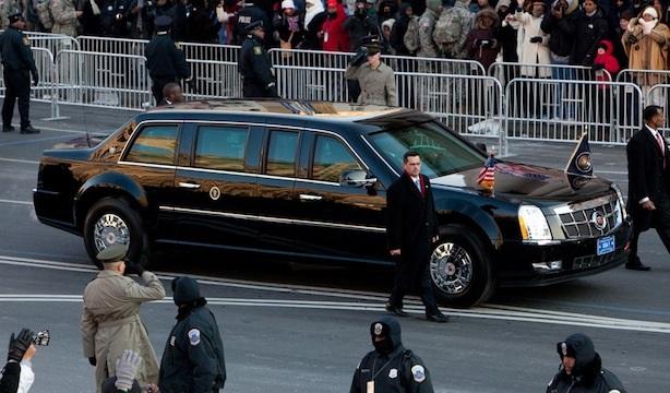 Depuis son arrivée au pouvoir en 2008 le Président américain Barack Obama roule en toute sécurité dans la même limousine blindée. Connue sous le nom de «The Beast» cette voiture aux dimensions énormes a été fournie par Cadillac. D.R.
