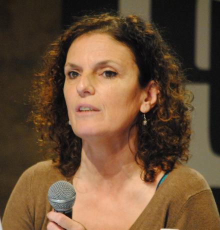 Roselyne Ringoot, chercheuse à l'IEP de Rennes, s'est intéressée aux livres de journalistes. (Photo Nathan Gourdol)