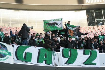 Les supporters stéphanois avant les échauffourées. (Crédit photo : Nicolas Richen)