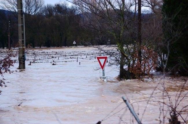 Les routes du Var ont complètement été submergées par les inondations (Crédit Photo : Eva Garcin)