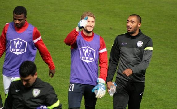 Jérémy Gavanon, (au centre) est tout sourire avant la rencontre. Son enthousiasme a monté d'un cran au terme du match. (Crédit photo : Nicolas Richen)