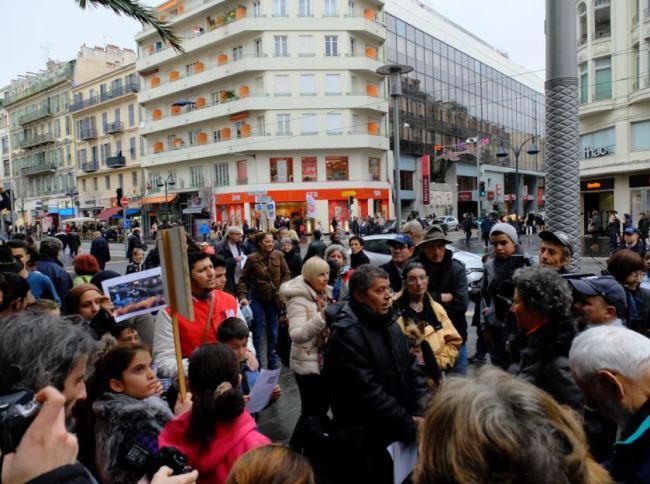 Au total, quelques dizaines de personnes se sont rassemblées en souvenir de Melisa. Crédit photo : César Prieto