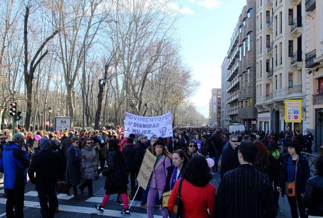 Légende : Le peuple madrilène a manifesté contre la réforme de l'IVG ce samedi. (Crédit photo : M.Prieto)