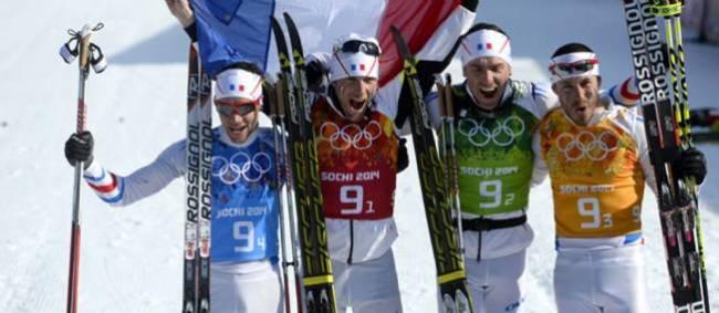 (De gauche à droite Ivan Perrillat-Boiteux, Jean-Marc Gaillard, Maurice Manificat et Robin Duvillard ont remporté la médaille de bronze au relais 4x10km en ski de fond. (Crédit photo: AFP)
