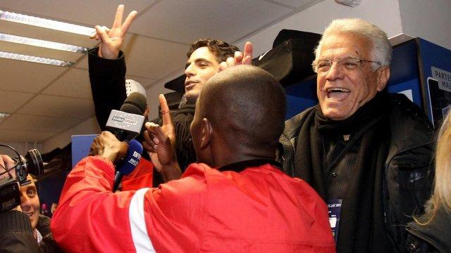 Saïd Fakhri (à droite) célèbre la victoire de l'AS Cannes contre Saint-Etienne avec son fils Ziad, le président du club. (Crédit photo : D.R.)Saïd Fakhri (à droite) célèbre la victoire de l'AS Cannes contre Saint-Etienne avec son fils Ziad, le président du club. (Crédit photo : D.R.)