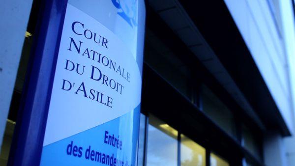 « La cour nationale du droit d'asile statue sur les recours formés contre des décisions rendues par l'OFRA. » Crédit photo : ihej.org