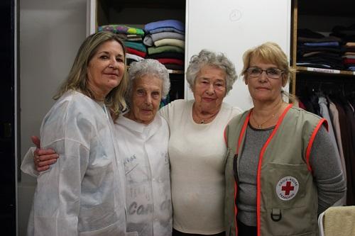 Geneviève Vendini à droite, accompagnée de trois bénévoles. Crédit photo : Gyotis Delsart