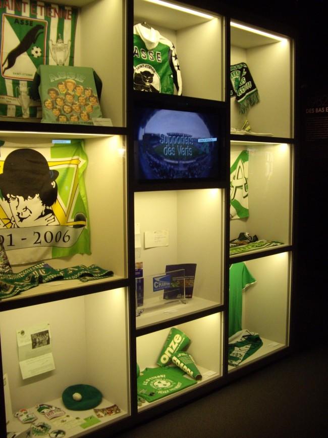 La vitrine consacrée aux supporters des Verts. (Crédit photo : Mathilde BRUN)