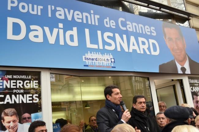 David Lisnard enchaîne les discours de campagne, ici à l'inauguration de sa permanence boulevard Carnot. (Crédit photo : Aurélie De Larquier)