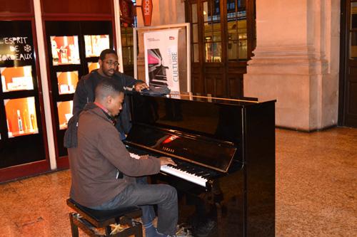 Le piano de la gare de Bordeaux n'est pas laissé à l'abandon. (crédit Aurélie de Larquier)