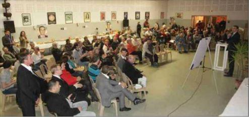 « Une des réunions publiques organisées par Falcou » Crédit photo : Nice Matin