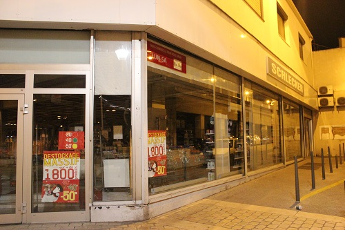 « La vitrine annonce Schlecker, mais il s'agit bien d'un magasin U » crédits : Gyotis Delsart