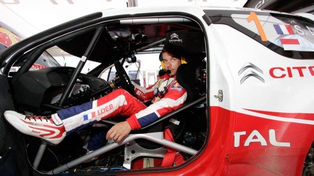 Sébastien Loeb, au sortir de sa machine au Rallye de Grèce, est frustré par les consignes d'équipe qui ont privilégié Ogier. (Crédit photo : D.R.)