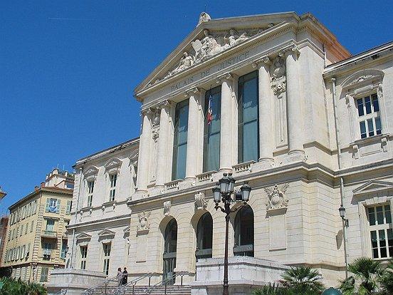 Le parvis du tribunal de grande instance de Nice, où sont jugées les comparutions immédiates. (Crédit photo: Franck Muller).