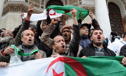 Manifestation à Alger le 15 mars 2014, contre la quatrième candidature d'Abdelaziz Bouteflika (Crédit photo :Farouk Batiche, AFP)