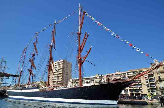 Avec ses 58 mètres de mâts et ses 117,5 mètres de long, le Sedov est le plus grand voilier du monde (crédit Manon Bazerque)