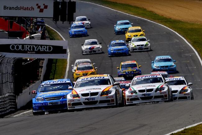 Le WTCC est une course automobile sur circuit, où les voitures roulent en peloton. (Crédit photo : D.R.)