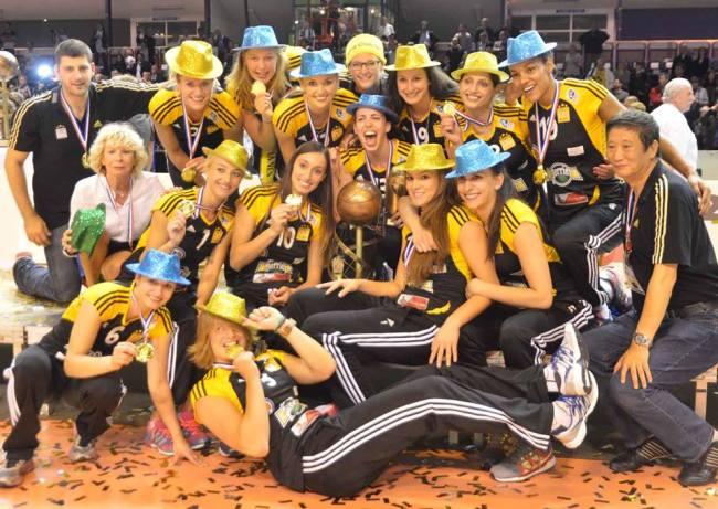 La joie de l'équipe du RC Cannes après sa victoire en finale de LAF/ (Crédit photo: Jean-Pierre Kieffer)